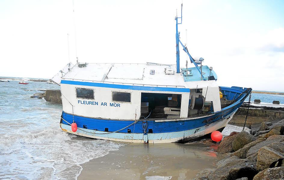 Plouescat un bateau de peche a la cote 3177478